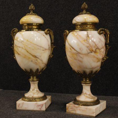 1800€ Pair of French vases in marble and bronze. Visit our website www.parino.it #antiques #antiquariato #furniture #collectibles #vase #antiquities #antiquario #marble #decorative #interiordesign #homedecoration #antiqueshop #antiquestore #potish #bronze