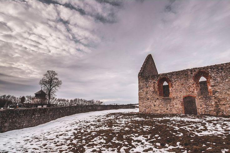 Kostol v Haluziciach - Čierne diery