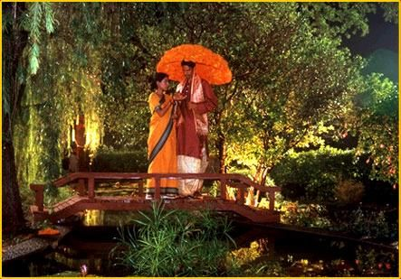 Monsoon Wedding: the very sweet couple, Alice (Tilotama Shome) and P.K. (Vijay Raaz).
