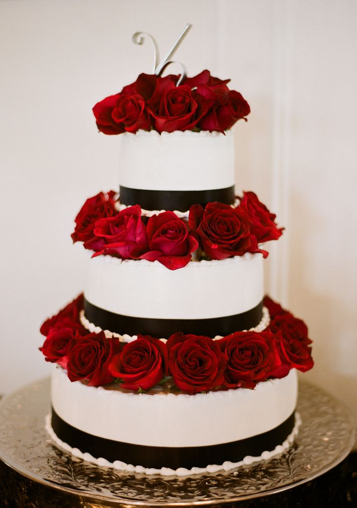 Black-and-White Wedding Cake With Red Roses | Cakes by Cathy Young https://www.theknot.com/marketplace/cakes-by-cathy-young-san-antonio-tx-320233 | Statue of Design | Sweet August Events | May Carlson Fine Art Photography https://www.theknot.com/marketplace/may-carlson-fine-art-photography-san-antonio-tx-591727