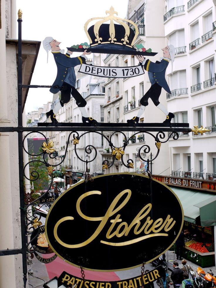 Enseigne de la Pâtisserie Stohrer, la plus ancienne pâtisserie de Paris fondée en 1730