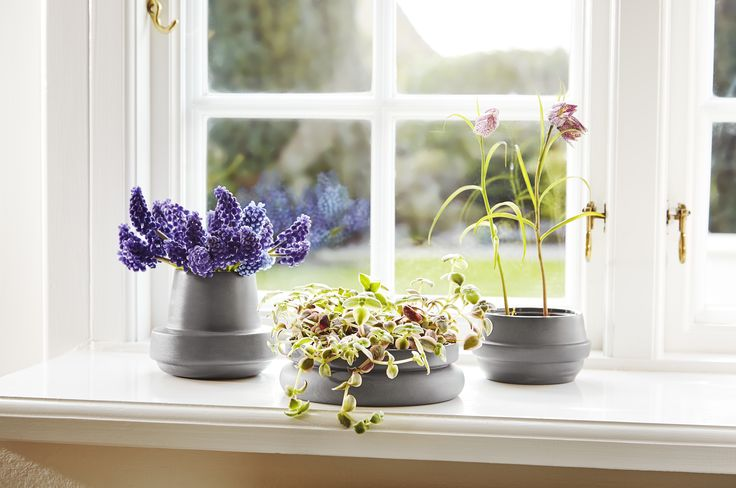Spring up your home with • Hinken pots • Designed by Silje Nesdal & Ann Kristin Einarsen #flowerpots #flowers #pots #spring #accessories #ceramic #norwegian #design #WOUDdesign