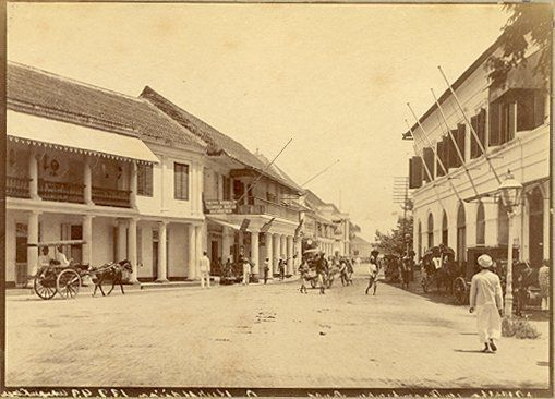 De winkel wijk te Soerabaja circa 1900. Ohannes Kurkdjian.
