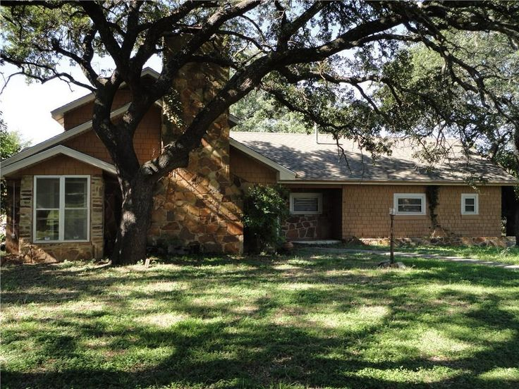 •	Large 3 bedroom 2.5 bath home 1950 circa on 2 plus acre in southern part of Brownwood. multiple carport spaces, open patio, storage barn or warehouse.  •	Large oak trees, Willis Creek.