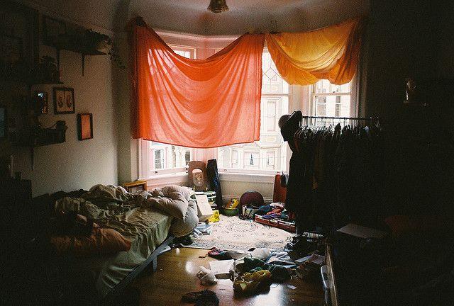 Tengo que limpiar la habitación. No me gusta porque luego más tarde se le acaba de obtener desordenado de nuevo.