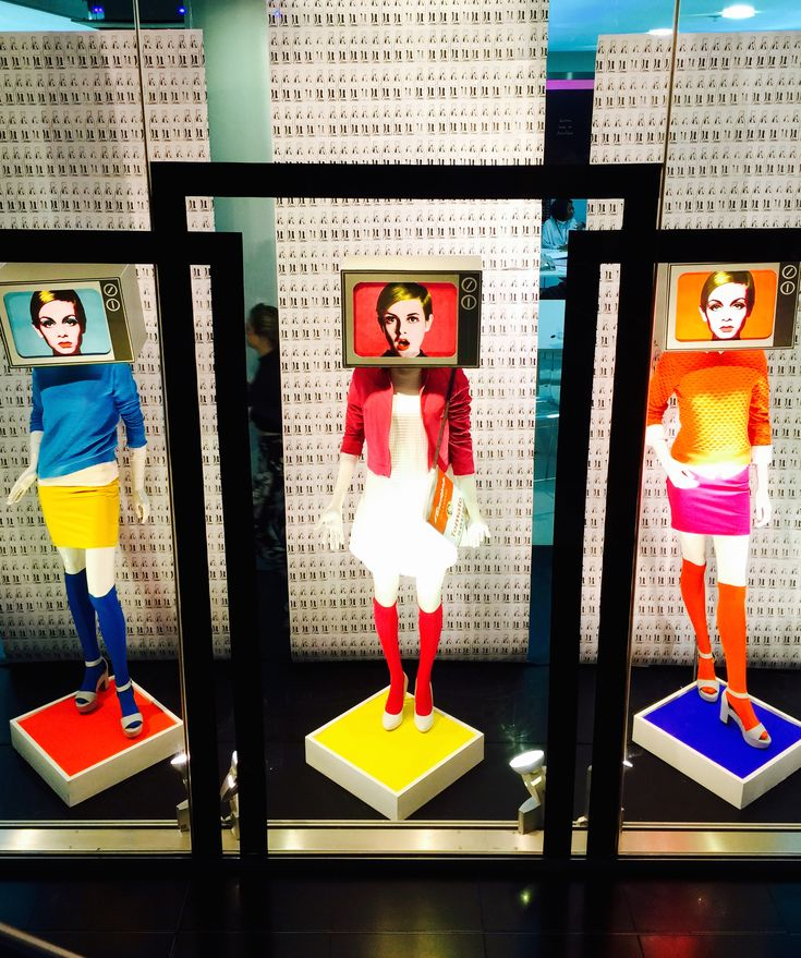 #BMETPOP A live window retail display designed and installed by myself at Birmingham Metropolitan College. Inspired by the 1960's and the 'Pop Art' Art movement, designed for the S/S 15 season.