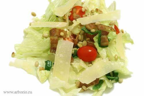Хрустящий салат с теплым беконом
