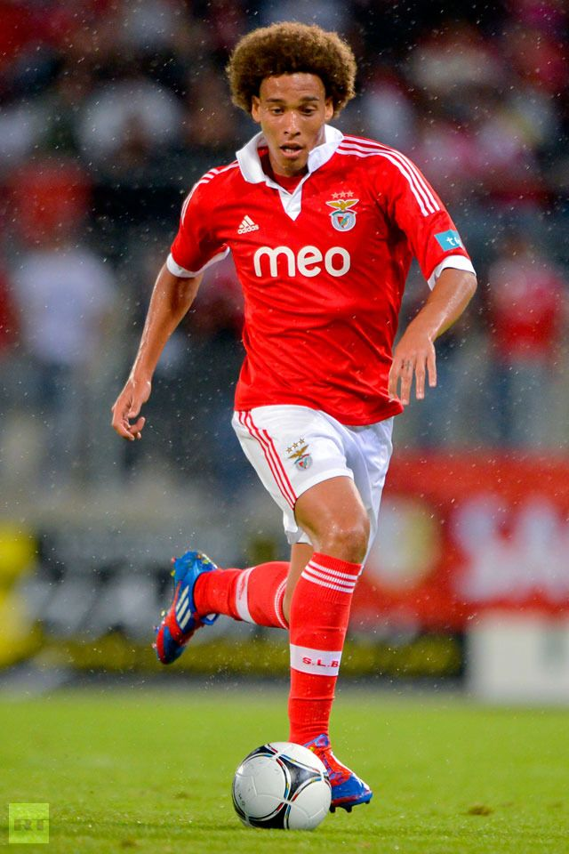Axel Witsel in the colors of Portuguese side Benfica. (AFP Photo / Fabrice Coffrini)