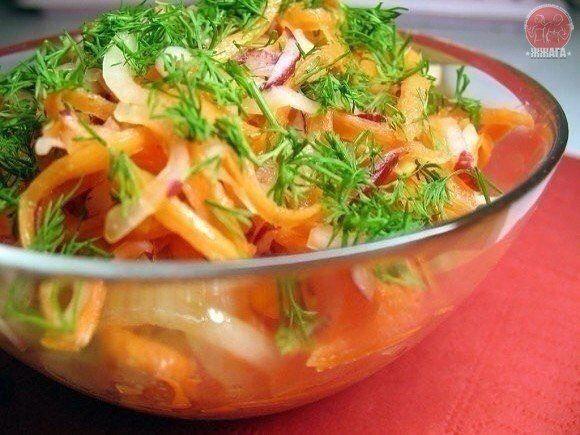 Салат для похудения  47.96 ккал на 100 г Для приготовления салата для похудения понадобятся:  Морковка свежая -2 штуки Свежее сочное яблоко - 1 шт. Сладкий перец - 2 штуки Пучок укропа Низкокалорийный йогурт либо другая диетическая заправка (жирность не более 3%)  Способ приготовления салата для похудения:  1. Очистите яблоки, удалите семечки и сердцевину и нарежьте кубиками.  2. Сладкий перец порежьте также.  3. Натрите морковь на крупной терке.  4. Порежьте укроп и посыпьте им салат.  5…