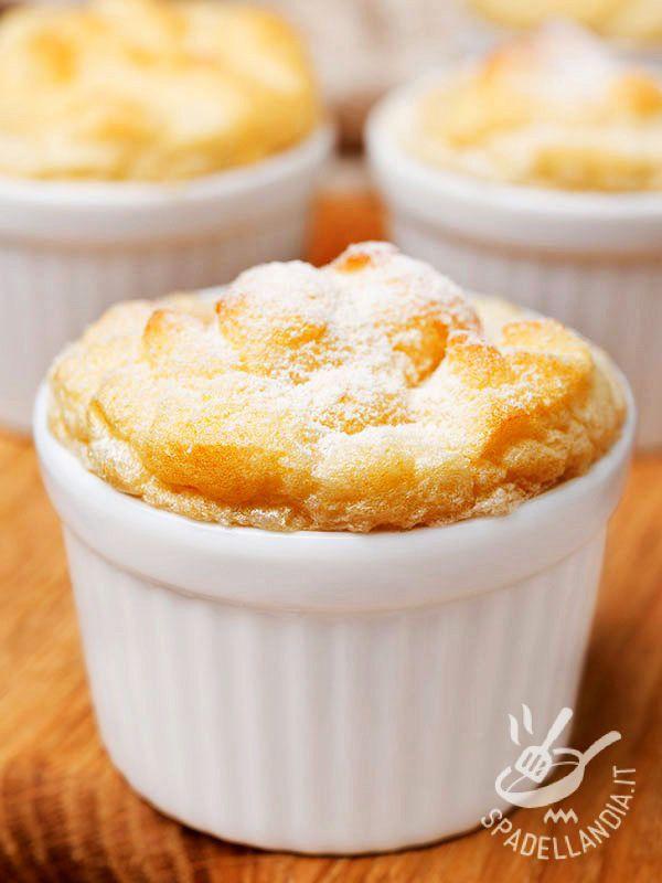 Soufflé peaches - Con il Soufflé alle pesche portate sulla tavola un dolcetto raffinato, che darà un tocco in più alle vostre cene, con una chiusura in grande stile! #souffleallepesche