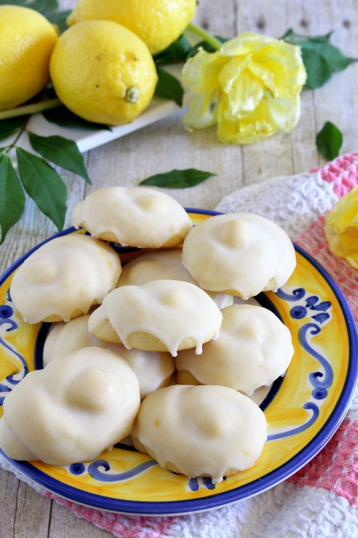 Taralluci al limone are traditional Italian lemon cookies. Soft and tender and topped with lemon glaze.