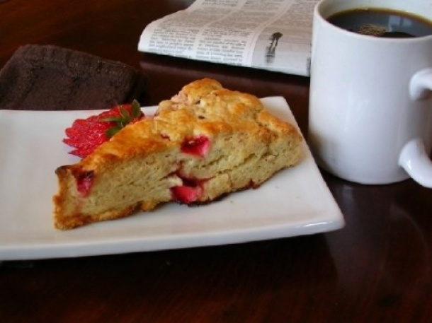 strawberry almond scones. mmmmm.