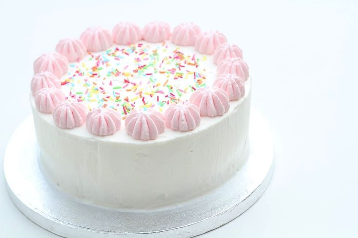 Nem hjemmelavet islagkage - sådan gør du, det er faktisk slet ikke så svært. Beslut dig for hvilken is og kage du vil bruge og så er det bare igang.