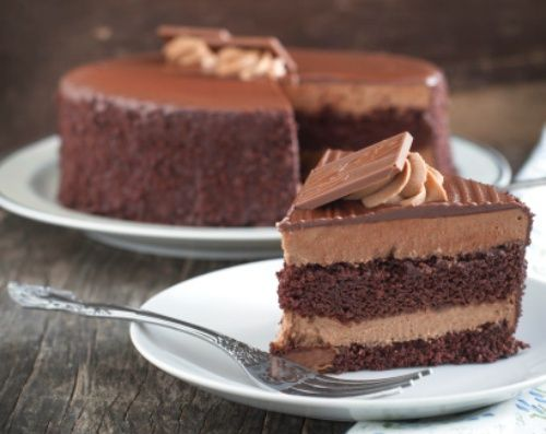 So che appena avete visto la foto della torta al cacao con mousse al cioccolato vi è venuta l'acquolina in bocca…e non potrebbe essere altrimenti, visto che si tratta di una torta dalla…