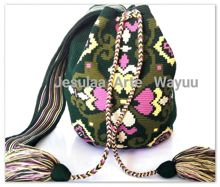 Wayuu bag flowers desing.