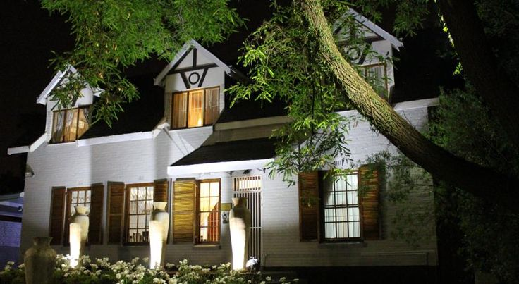 3 Liebeloft Guest House Johannesburg 3Liebeloft, in the Eastleigh suburb north-east of Johannesburg, is a small guest house offering elegant rooms. It has a garden with an outdoor swimming pool and terrace with barbecue facilities.  All of the rooms have en suite shower or bath rooms.