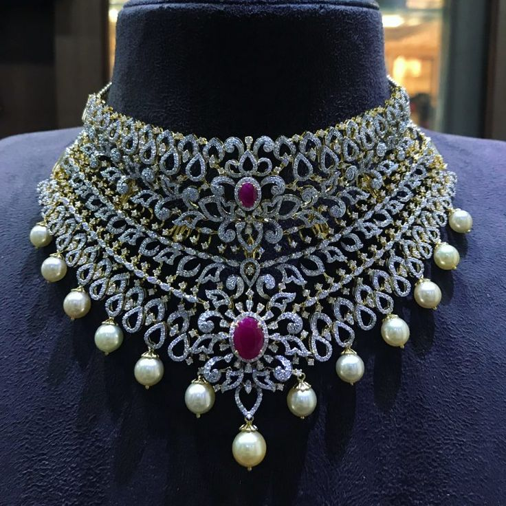 26 Breathtaking Heavy Diamond Necklace Set Designs