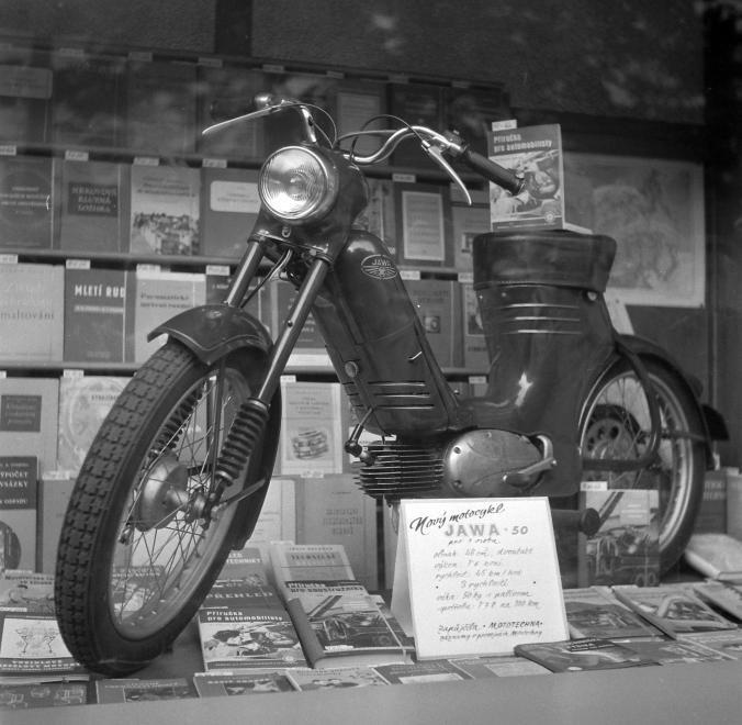 Csehszlovák Jawa 50 Pionyr robogó.