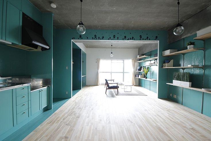 部屋の両サイドが全面グリーン!大胆なペイントで空間を劇的リノベーションするワザ。