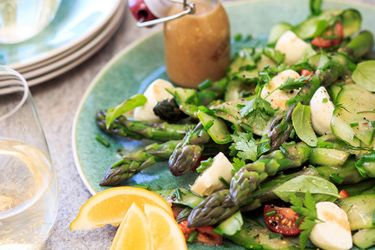 Asparagus and bocconcini ball salad – Recipes – Bite