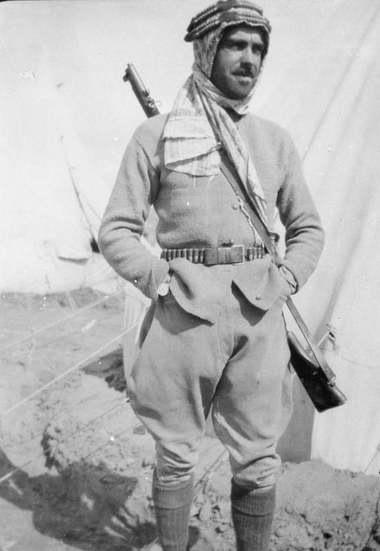 T E LAWRENCE ARAB REVOLT 1916 - 1918 (Q 60081)   Captain Furness Williams, Royal Flying Corps, commander of Colonel Lawrence's Air Force at Akaba.