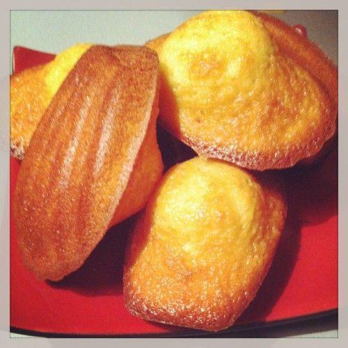 Cette recette est issue du livre «Rêves de Pâtissier» par Pierre Hermé.   Ingrédients pour 12 madeleines : 100g de farine 3g de levure chimique 100g de beurre 12…