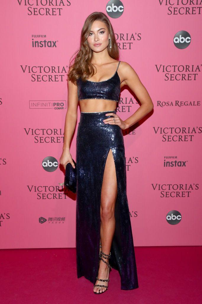Виктория валентино в красном платье порно, прислала частные фото секс