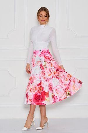 Jedinečná midi sukňa z kolekcie Disney - Beauty and the Beast. V zadnej časti je rozopínateľná na biely zips.Výrazná kvetinová potlač Vám zaručí zvýraznenie celého outfitu. Sukňa je nositeľná či na slávnostnú príležitosť či bežné nosenie.