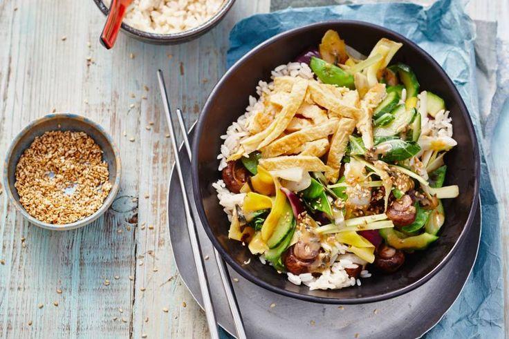 Deze Japanse roerbak heeft alles: supersnel, vegetarisch, voordelig, slank en superlekker - Recept - Allerhande