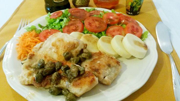 Peixe Light Lombo de filé de pescado da estação com alcaparras e salada primavera. O Lombo do peixe é grelhado com azeite extra-virgem e molho de alcaparras. A Salada primavera é composta por tomate, palmito, alface e molho de mostarda com vinagre balsâmico. O prato é ideal para quem quer se alimentar bem e[...]