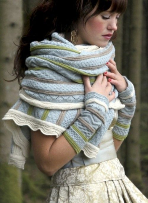 la bottega di amrita -----> catalogo e ispirazioni (Light blue, sage green, taupe, & white scarf & fingerless gloves.)
