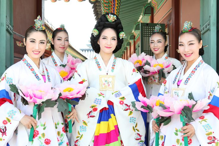 Korean_women's_hanbok.jpg 5,616×3,744 pixels