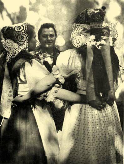 Hungarian folk costumes (Ludány,1950), /magyar  népviselet