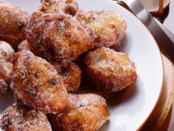 Kleine Krapfen mit Rosinen ist ein Rezept mit frischen Zutaten aus der Kategorie Hefeteig. Probieren Sie dieses und weitere Rezepte von EAT SMARTER!