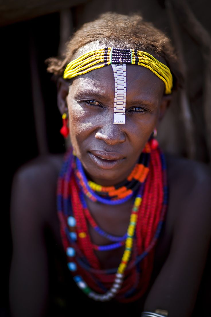 Dassanetch woman - Ethiopia - The Dassanetch tribe is a tribe that lives in the south of the Omo Valley; close to Lake Turkana.They are cattle herders but are having a lot of diffulcties because of the harsh landscape they live in.They live of the meat and milk of their cattle, but also fish and hunt on crocodiles on Lake Turkana.