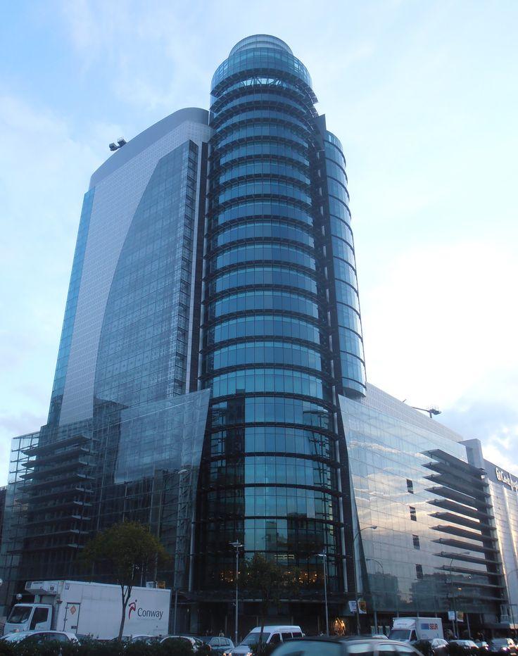La Torre Titania de Madrid es un edificio sin goteras gracias al sistema Geberit Pluvia de evacuación de aguas pluviales.