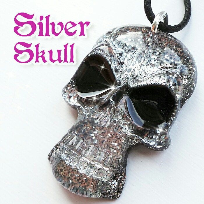 Sparkly silver skull resin necklace 💀...a dazzling little number!