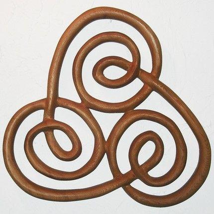 Irish Celtic Symbols | Spiral of Newgrange-Irish Symbol-Triple Spiral Wood Carving Celtic Kn ...