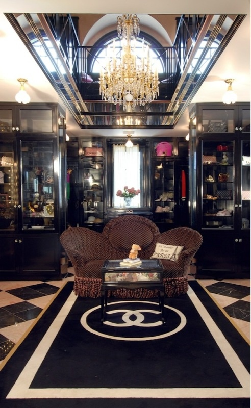 I absolutely adore fancy closets.