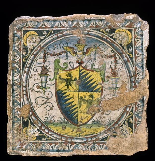 Musée d'Ecouen. Carreau de pavement avec armes de la famille Petrucci provenant du palais de cette famille à Sienne. ECL2377. Vers 1509. SIENNE (origine). Faience.