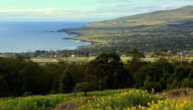 Vista de Hanga Roa desde el sendero hacia el Rano Kau