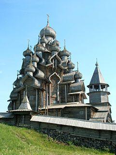 世界遺産にも登録されているキジ島の木造教会。(救世主顕栄大聖堂)釘を一本も使わずに作られた。ロシア 旅行・観光のおすすめ見所!