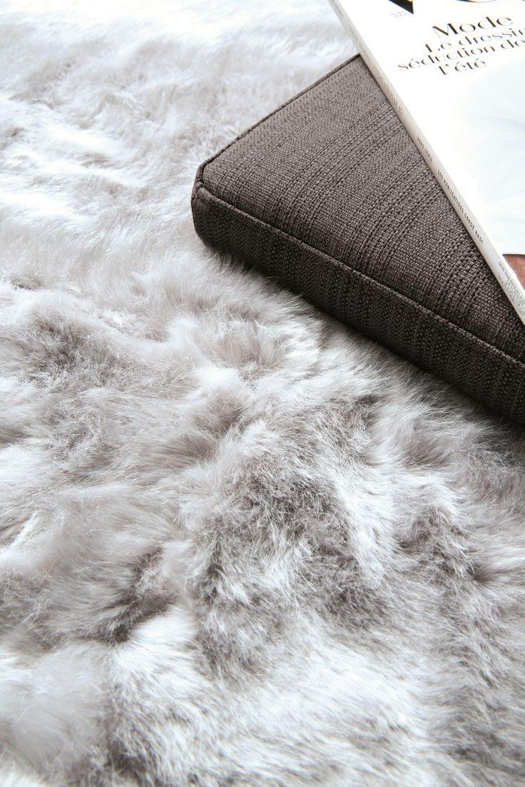 pelle-feel/ 211.002.900 (rug) 211.002.9009 (cushion/ 50x50/ 70x70) faux fur