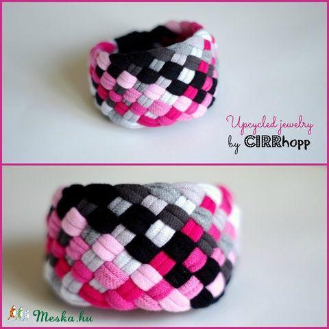 TRIBEQUA - textil karkötő, pink/fekete/szürke (cirrhopp) - Meska.hu