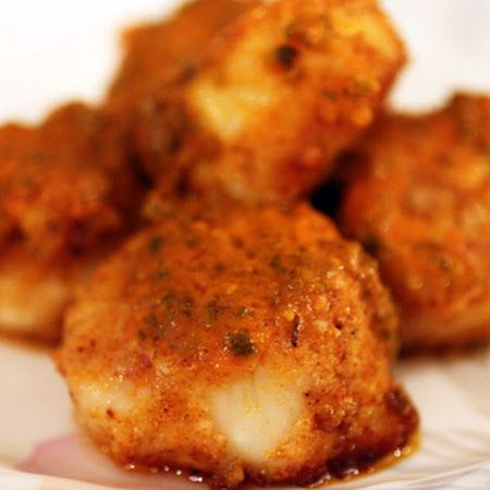 Buffalo Scallops- Directions Preheat oven to 350 degrees. To a large bowl, mix olive oil with Cajun seasonings, red pepper, and bread crumbs. Add scallops and coat with seasoned bread crumb mixture. Transfer scallops to a baking sheet and top with dollops of Buffalo sauce.   Bake about 12 minutes, or until scallops are cooked through.  Toss with remainder of the Buffalo sauce and serve