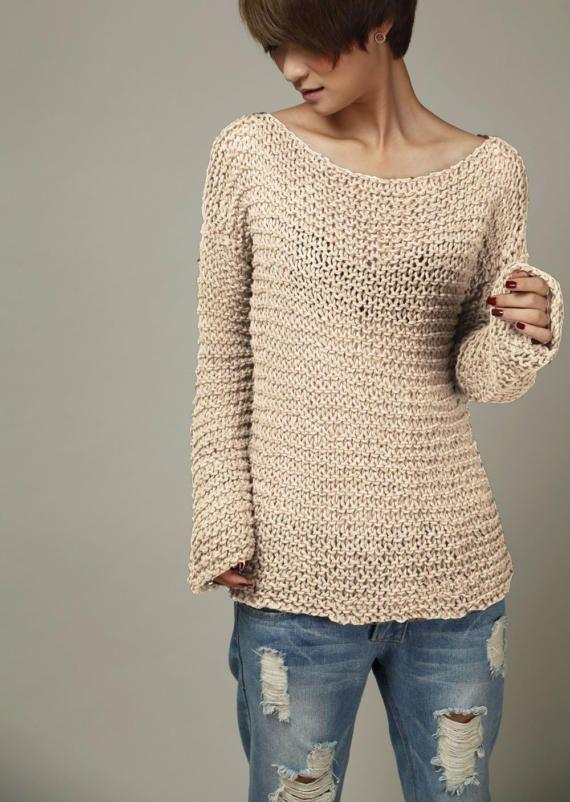 Un maglione perfetto per venire autunno / inverno! Elemento indispensabile per il tuo guardaroba!  È utilizzato al 100% filato di cotone di eco in una tonalità di grano bella. Le maniche sono extra lunghe (quasi a raggiungere le dita).  Questa maglia ha altri colori: giallo senape, Frost verde e nero. Più colori stanno arrivando!  Dimensione: S (noi 0-4) M(us 6-8) L(us 10-12)XL(14-16). Pls fammi conoscere la tua taglia quando fate lordine. Pls mi permetta 5-10 giorni a lavorare a maglia....