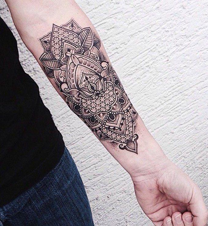 Un mandala sur l'avant-bras                              …tatouage