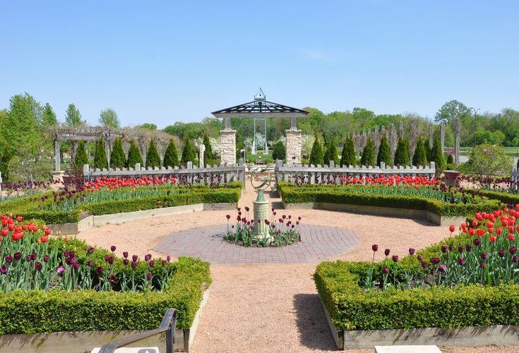 26 Family Destinations: Reiman Gardens, Ames Iowa