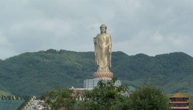 El Buda del Templo de Primavera: | Las 21 estatuas más altas en el mundo