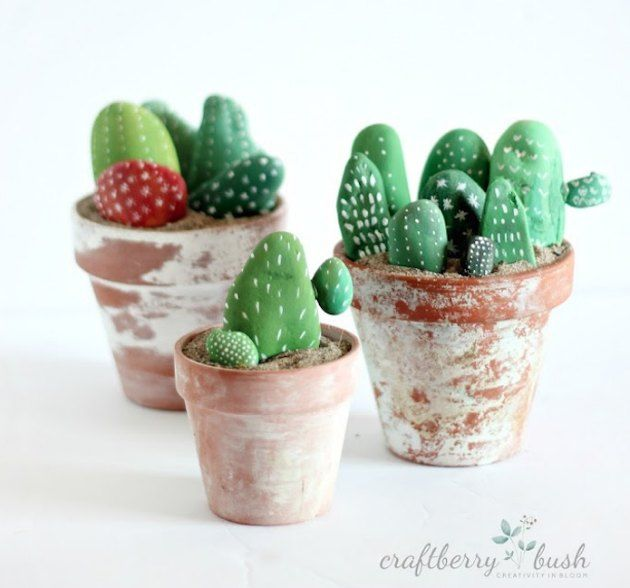 DIY Kaktusser lavet af forskellige materialer.